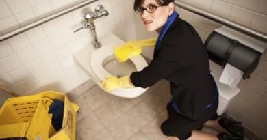 Woman+&+Toilet2
